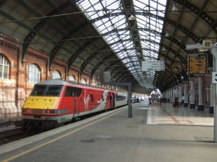 Darlington_Railway_Station_(geograph_5909901)